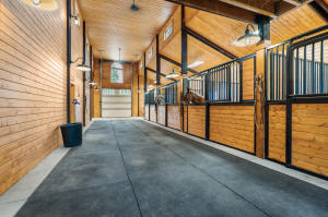 5 Stall Stables