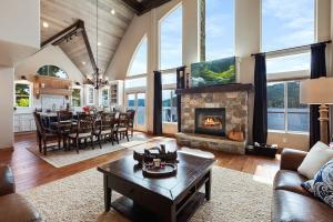 Timeless appeal with an open plan right in the most coveted bay in Coeur d Alene - Mica Bay