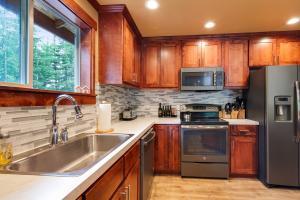 Guest House Alder Cabinets