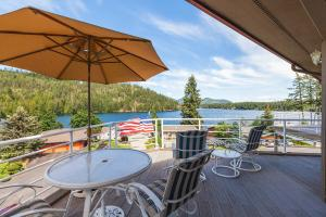 Enjoy the lake from the comforts of your top floor easy living Bayview Condo