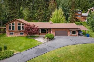 Beautiful craftsman home on one acre with panoramic lake views