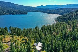 Privacy and a connection to the nature around you are both at the forefront while being only minutes to the Coeur d'Alene.