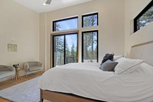Lake views from the comfort of your king bed.