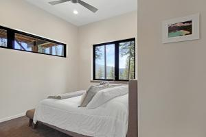 Beautifully finished fourth bedroom off the hallway includes ceiling fan, closet with built-ins and lake views.
