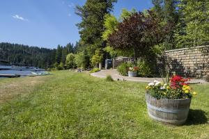 A well maintained and beautifully landscaped private beach club offers great areas for picnics, kids to play and easy access to Lake Coeur d'Alene.