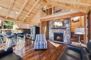 Tongue and Groove Vaulted with a stunning Idaho Stone fireplace, log beams, 2 bedrooms up and 2 bedrooms down, 2 full baths...ready for the lake fun