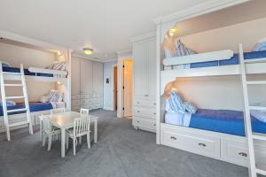 4 Bunks in the Lake Blue Room