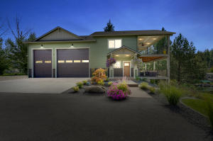 1-1Front of home twilight-SMALL