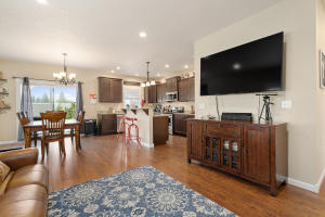 10Living Room & Dining-SMALL