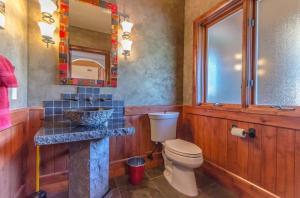 16Halfbathroom