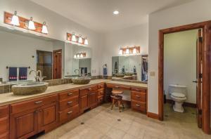 22Masterbathroom