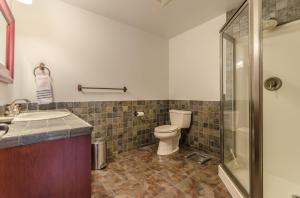37Fullbathroom