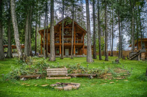 107 Moonshadow Rd, Sagle, ID 83860