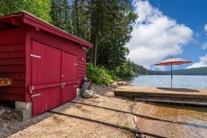 Boat Garage w/Rails