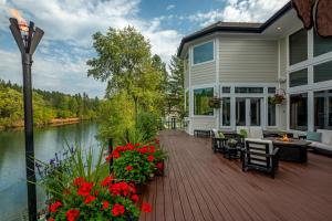 Deck - Amazing Outdoor Living!