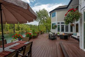Deck - Amazing Outdoor Living