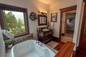 Jr Suite Bath