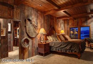 Warm wood tones & textures