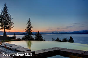 Your Luxury Lake View Ranch Awaits!