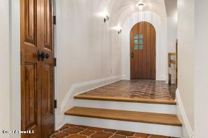 ARCHED FOYER WITH BARREL CEILING