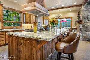 12- Waterside Relisting - Kitchen