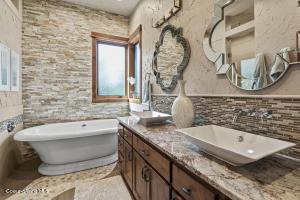 20 - Waterside Relisting -Owner's Bath