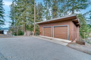 2 Car Garage With Guest Quarters