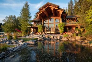 Lakeside Pond & Patio