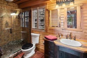 --11-Guest House Bathroom