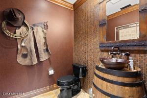 Powder Bath in Saloon