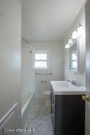 16_Guest Bath