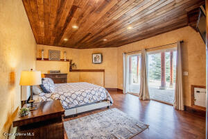 28_LL Bedroom