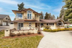 Extraordinary Fort Grounds beauty with a Modern lake flair and Coeur d'Alene Lake peeks boasting 4 bedrooms, 3 bath, with 4878 sf and a stone's throw to Lake Coeur d'Alene, the Centennial bike trail and all downtown has to offer!