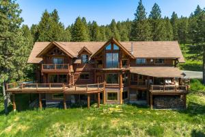 1050 Greenview Ln, Moscow, ID 83843