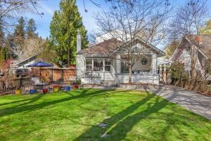 Right in the Historic Fort Grounds, across from the City Park and just down from the Lake sits this 3400 SF updated 5 bedroom beauty!