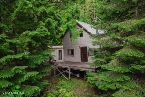 Off Grid - 1,432 sqft, 2 bedroom, 2 bath rustic cabin on 10 acres surrounded by Kiniksu National Forest