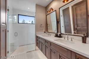 En-Suite Bath #2