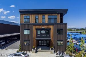 1 Bed, 1 Bath, 719 SF, built 2018 - Community waterfront, excellent top floor!