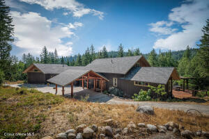 Country-Living Minutes from Downtown Sandpoint