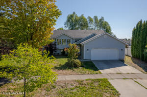 8390 N CHATEAUX DR, Hayden, ID 83835