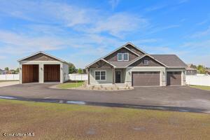 1566 W Broadwater Ct, Post Falls, ID 83854