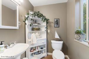 047_Main Floor Bathroom