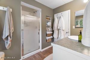 049_Main Floor Bathroom