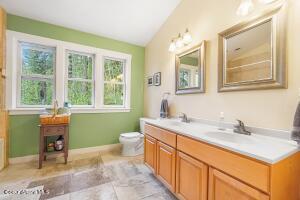 019_Top Floor Bathroom