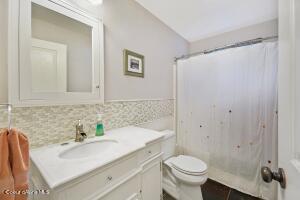 028_Main Floor Bathroom