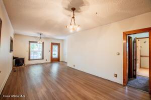 7_Living Room