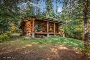 Introducing White Pine Cabin Retreat! Come enjoy a tranquil experience that will remain with you forever.