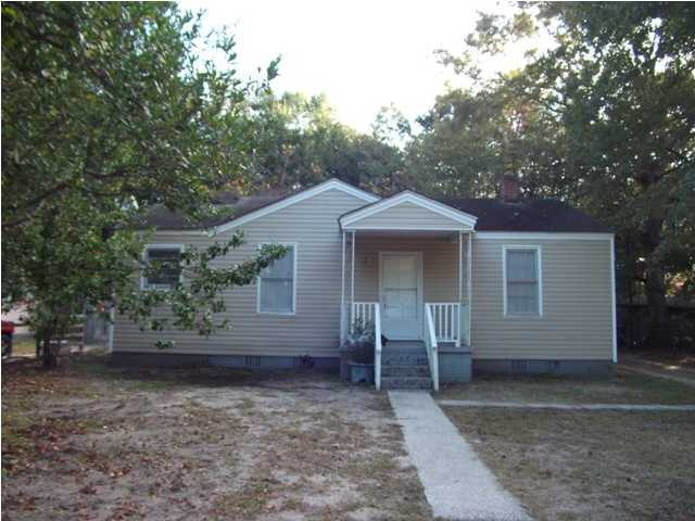 2706 Saratoga Road North Charleston, SC 29405