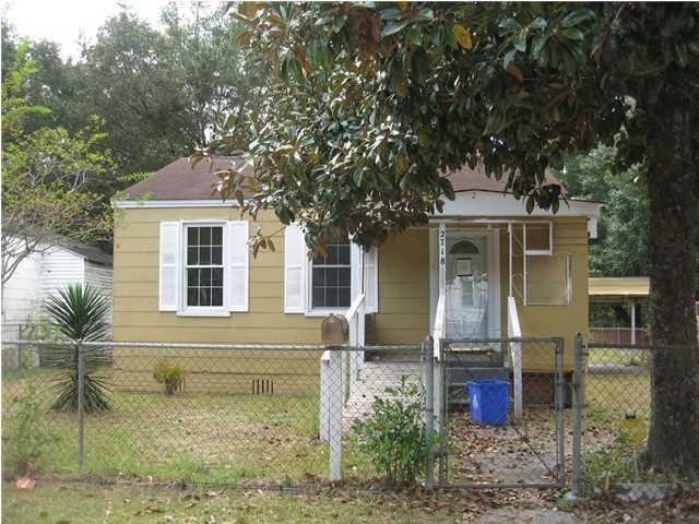 2718 W Surrey Drive North Charleston, SC 29405