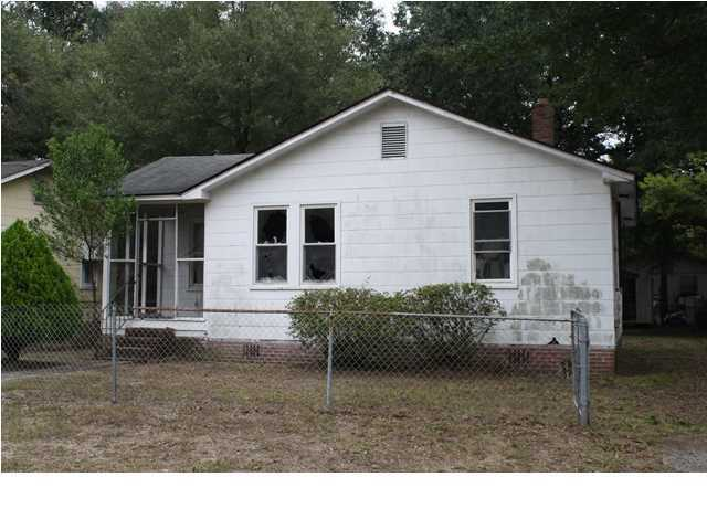 2217 Cambridge Avenue North Charleston, SC 29405